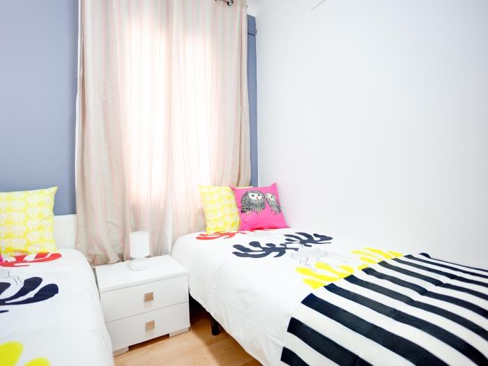 nice and cosy flat next to paral.lel - barcelona