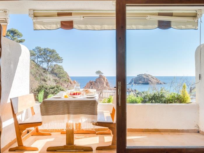 garden house in front of the beach - tossa de mar