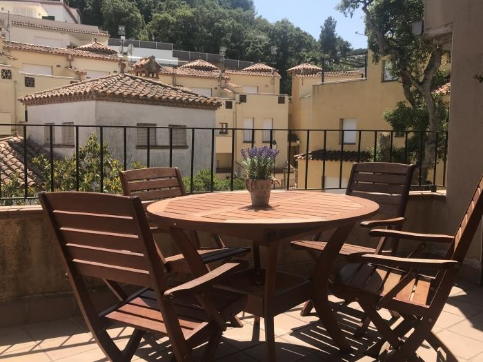 terrace apartment in a quiet area - tossa de mar