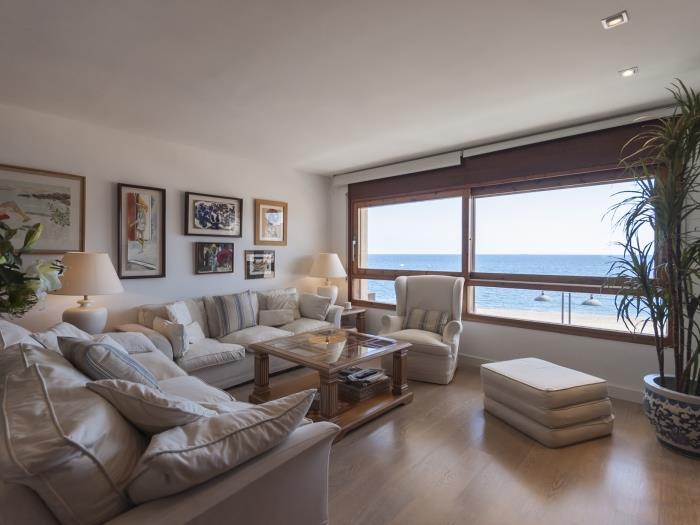 apartment sea views on the beach 2 - tossa de mar