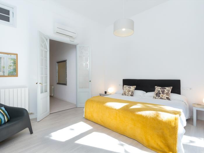 stylish flat near plaza catalunya - barcelona