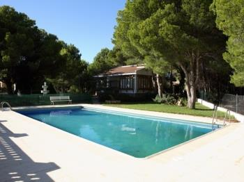 HOUSE WITH GARDEN, HUGE SWMING-POOL,BEACH DOWNSTAIRS,BBQ, AIR AND WIFI_TORRENTE - Apartment in L'Ametlla de Mar