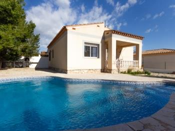 FAMILY PRIVATE VILLA WITH SWIMING-POOL, BBQ AND WIFI_ROVELLÓ - Apartment in L'Ametlla de Mar