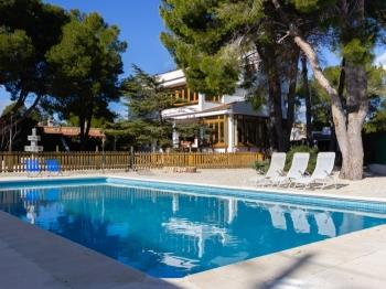 BRAND NEW HUGE HOUSE & SWIMING-POOL,BEACH DOWNSTAIRS,BBQ, AIR AND WIFI_TORRENTE