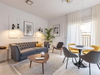 Central Stylish and Elegant 2BR Apartment II