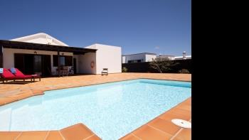 Villa Campesina with Private Pool Tomaren - Apartment in Tomaren