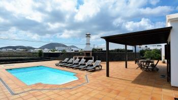 Villa Campesina Deluxe with Private Pool Tomaren - Apartment in Tomaren