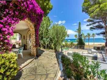 Villa with botanic garden in front of the beach - Apartamento en Miami Platja
